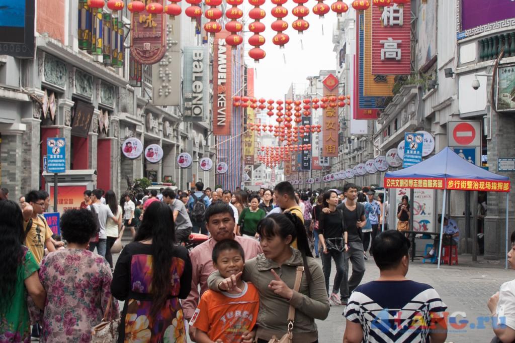 По дороге в ресторан. Китайская улица