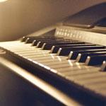Playing the piano - Игра на пианино